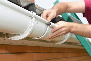 zelf dakgoot repareren